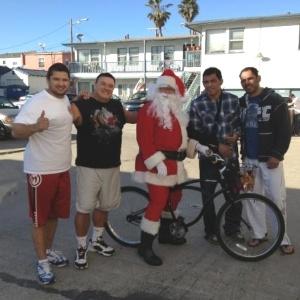 Minotouro e Minotauro encontram Papai Noel em San Diego, nos Estados Unidos, no Natal