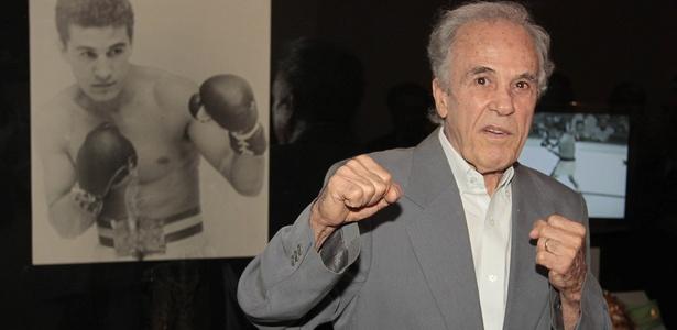 Eder Jofre foi homenageado pelo São Paulo pelos 50 anos do seu primeiro título mundial, no fim de 2010