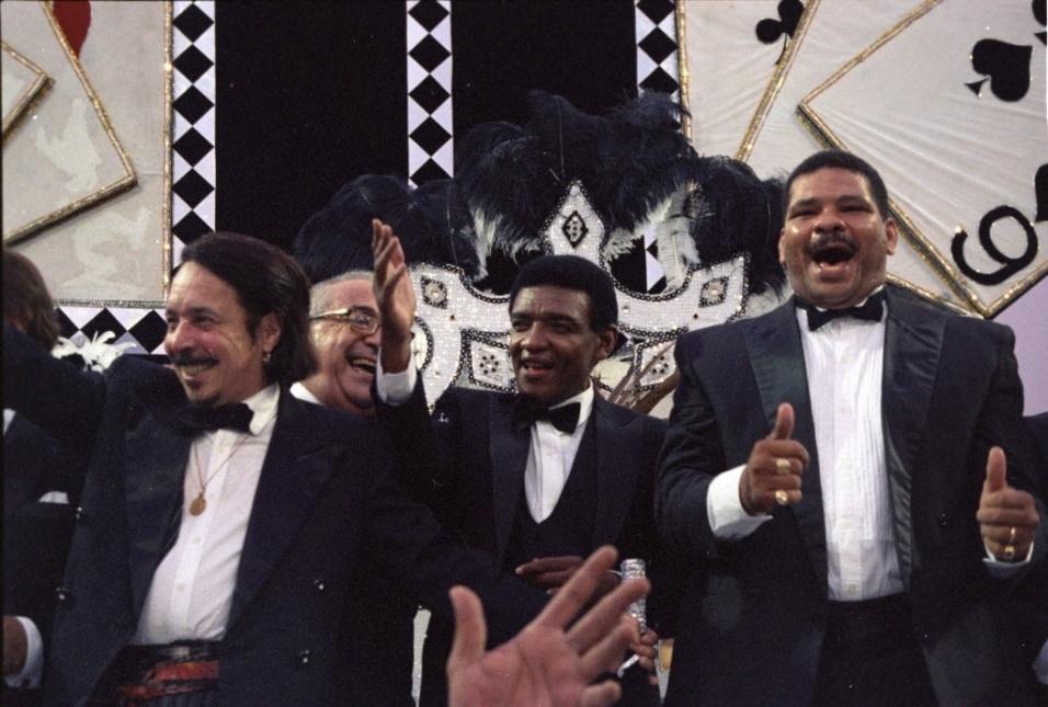Ao lado de Wilson Simonal, Maguila participa de desfile da Vai-Vai em 1996