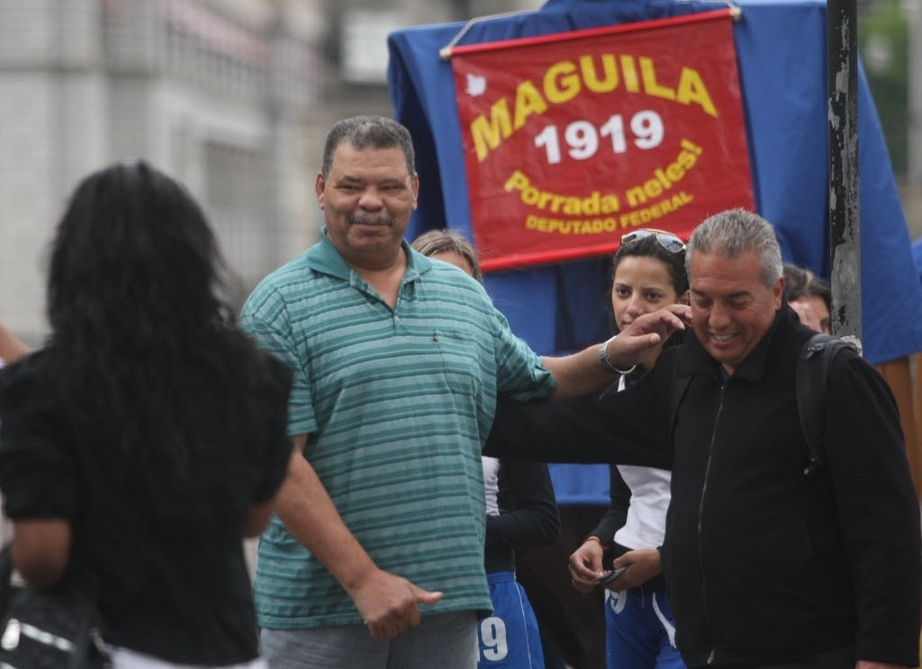 Candidato a deputado federal em 2010, Maguila faz campanha no centro de São Paulo
