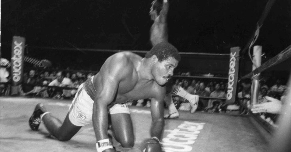 Maguila cai em luta contra o argentino Walter Daniel Falconi em 1985
