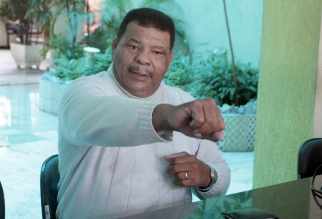 Maguila depõe no 10º DP na Penha após ser detido por agredir um segurança do Parque Ecológico do Tietê. Maguila acusou o segurança de usar um facão para agredí-lo. (2009)