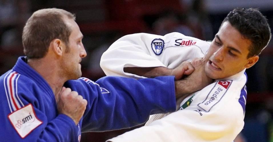 Leandro Guilheiro durante a luta com o francês Alain Schmitt, decidida apenas na bandeirada dos juízes