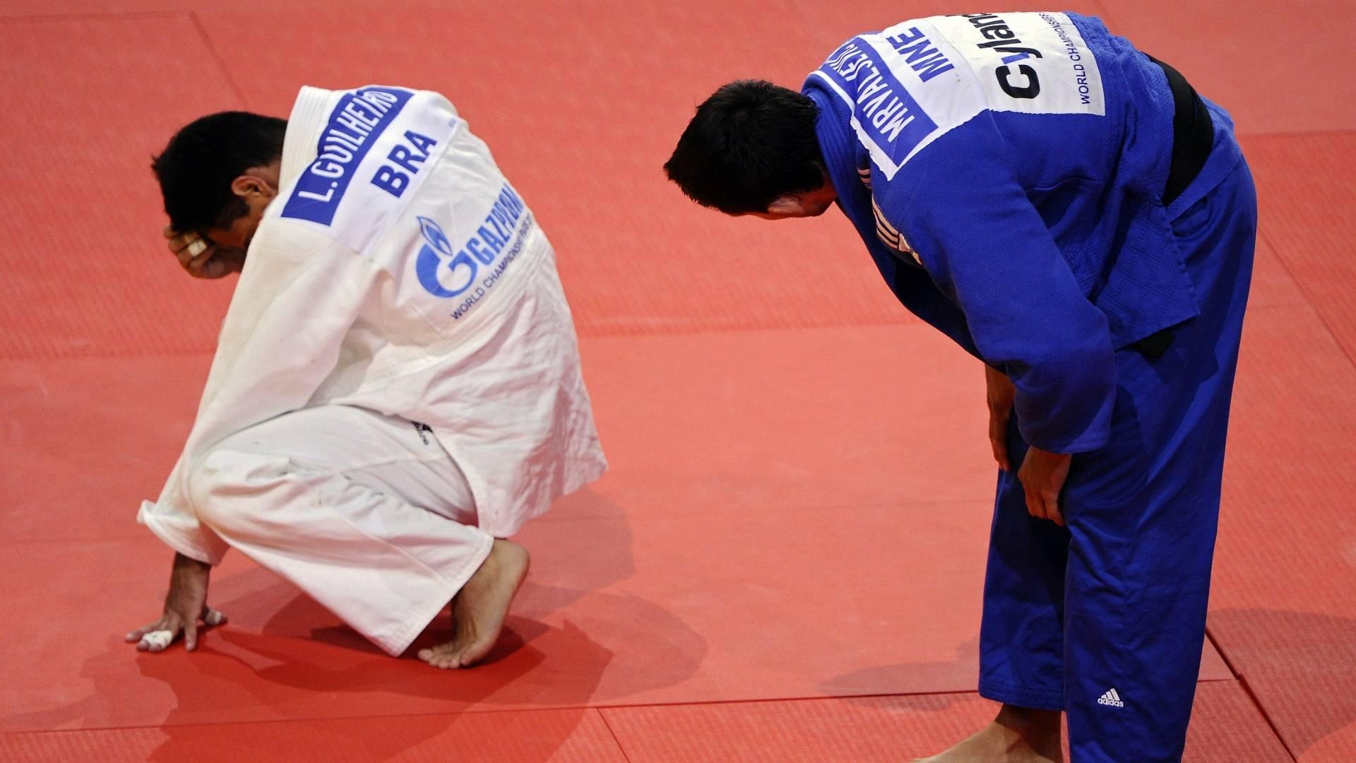 Leandro Guilheiro lamenta derrota para o montenegrino Srdjan Mrvaljevic, na semifinal do Mundial (25/08/2011)
