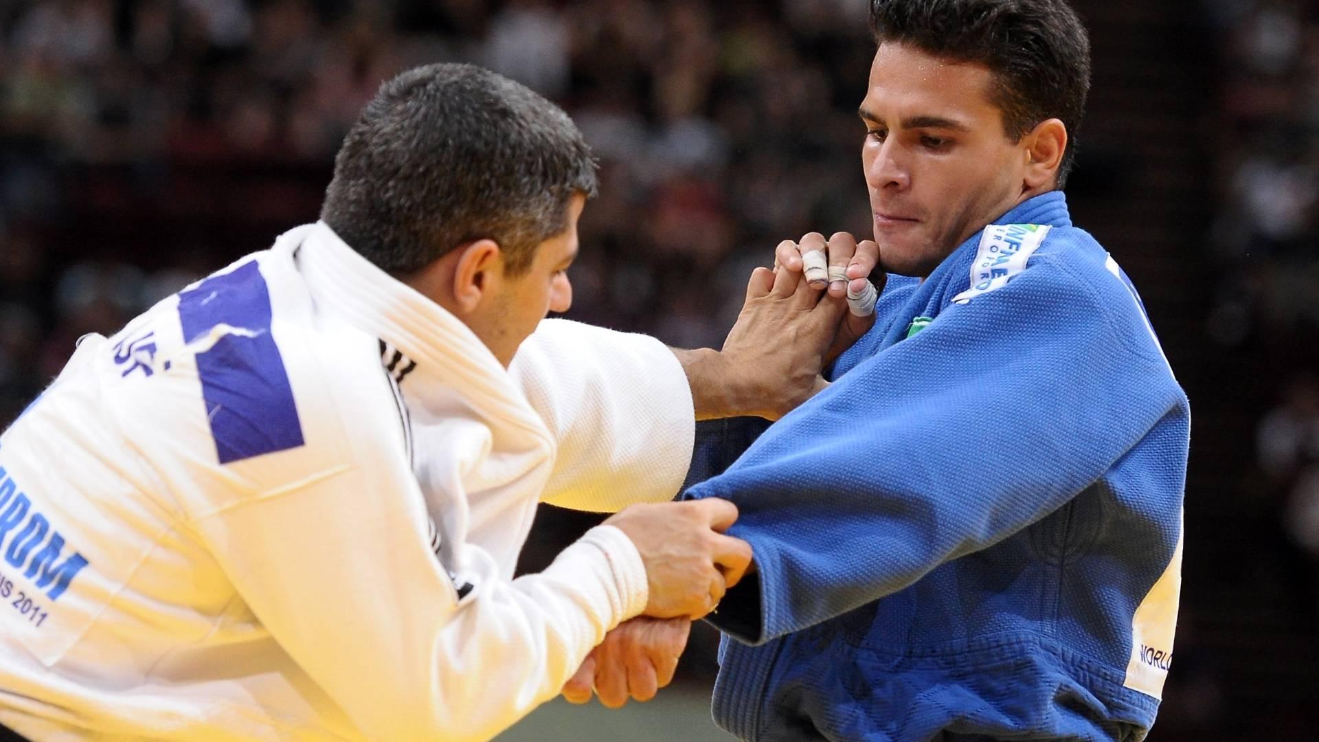 Leandro Guilheiro vence Elkhan Rajabli, do Azerbaijão, na decisão do bronze no Mundial (25/08/2011)