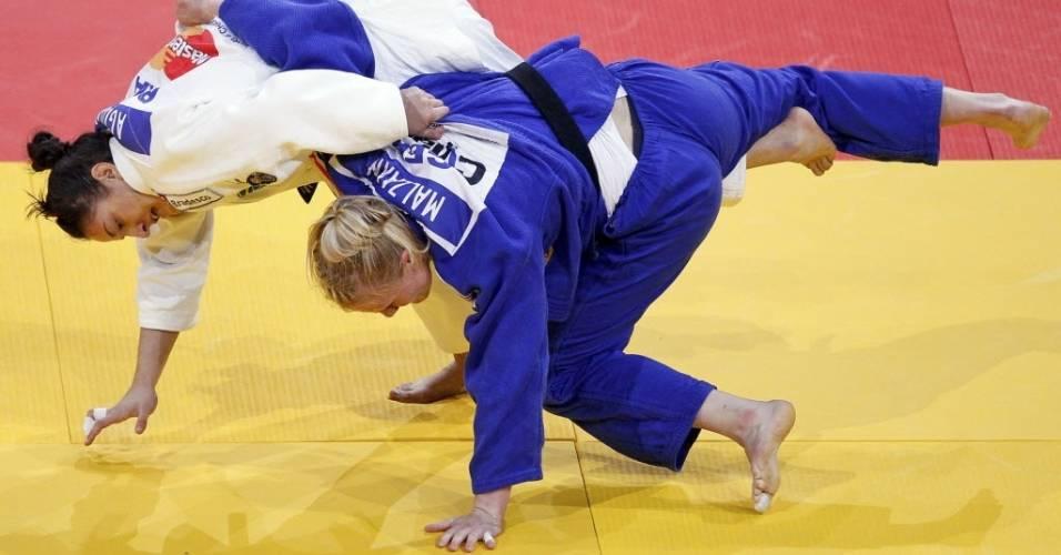 Mayra Aguiar (branco) durante a vitória sobre a alemã Luise Malzahn na categoria até 78 kg no Mundial de judô de Paris, na França (26/08/2011)