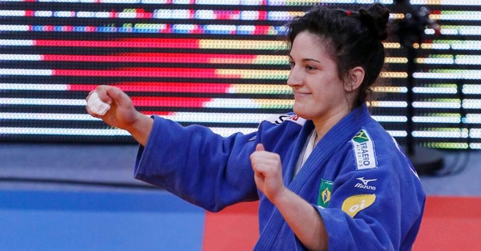 Mayra Aguiar comemora a medalha de bronze nos 78kg do Mundial de Paris (26/08/2011)