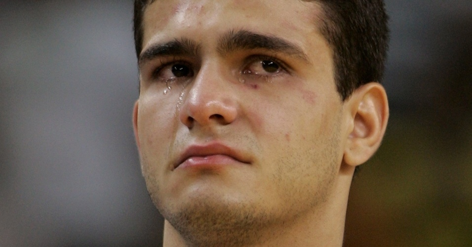 Leandro Guilheiro chora ao receber a medalha de prata do Pan do Rio-2007 (21/07/2007)