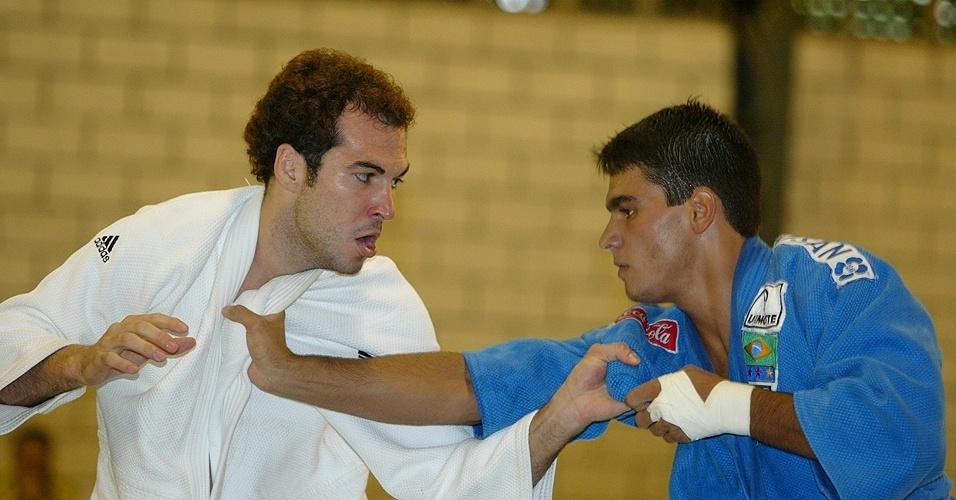 Luiz Camilo (de branco) enfrenta Leandro Guilheiro na seletiva olímpica de Atenas-2004