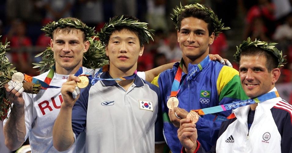 Medalhistas no judô da categoria até 73 kg em Atenas-2004, com o brasileiro Leandro Guilheiro