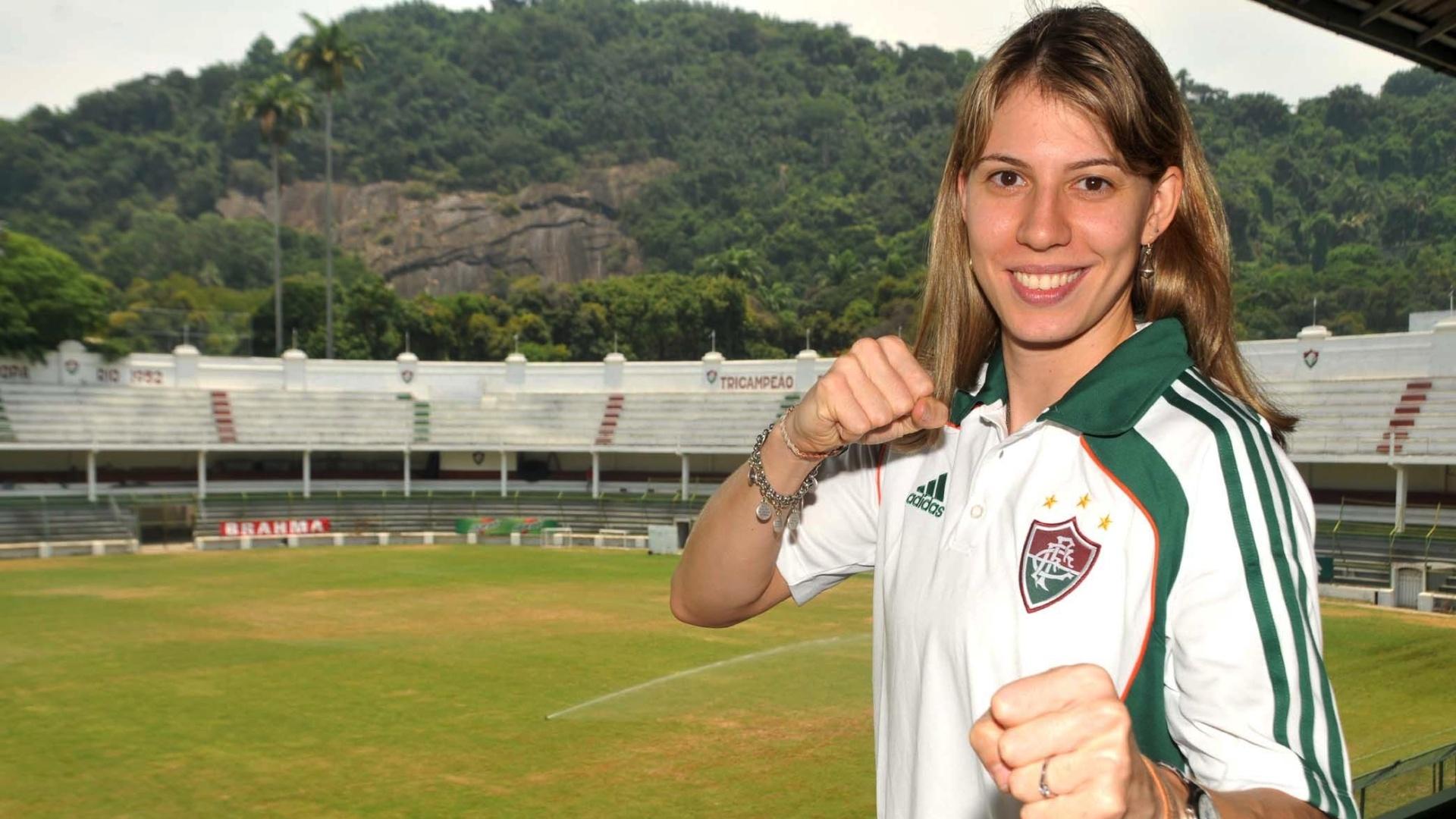 Natália Falavigna é apresentada no Fluminense (01/02/2011)