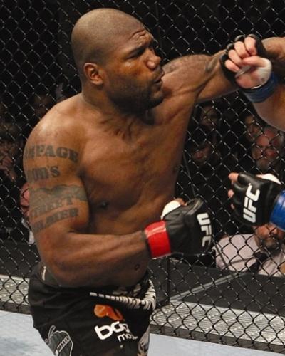 "Quinton 'Rampage"" Jackson bate em Lyoto Machida no UFC 123"