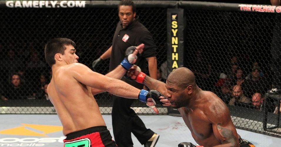 Herb Dean acompanha o duelo entre Lyoto Machida e Rampage Jackson