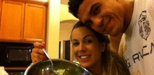 Vitor Belfort tem apoio da mulher Joana Prado nos EUA; ela virou dona de casa e cuida da alimentação do lutador