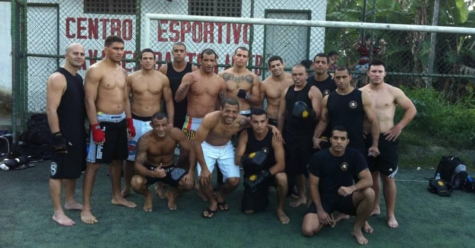 José Aldo posta foto com Bope no Rio