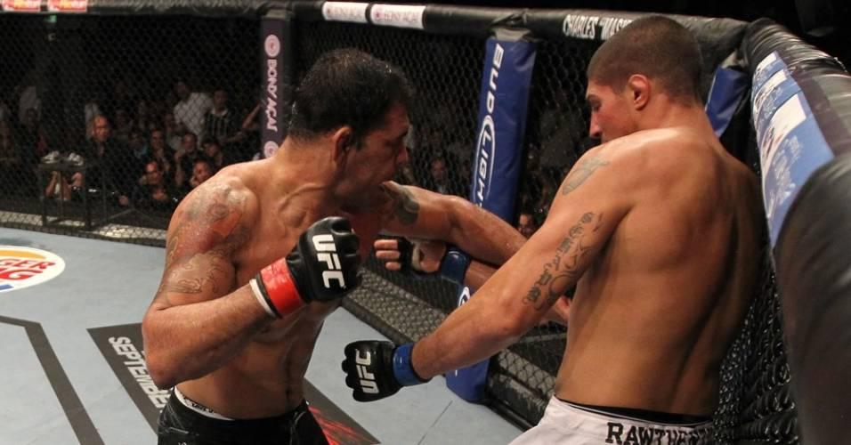 Minotauro parte para o nocaute sobre Brendan Schaub no UFC Rio