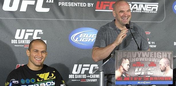 Junior dos Santos participa de entrevista coletiva do UFC ao lado de Dana White