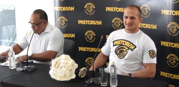 Técnico Dórea e o campeão dos pesados do UFC Cigano dão entrevista coletiva em SP