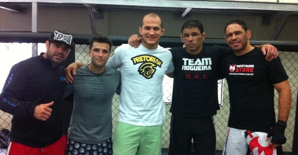 Minotauro, Minotouro, Júnior Cigano e Bruno Gagliasso posam para foto durante treino de MMA