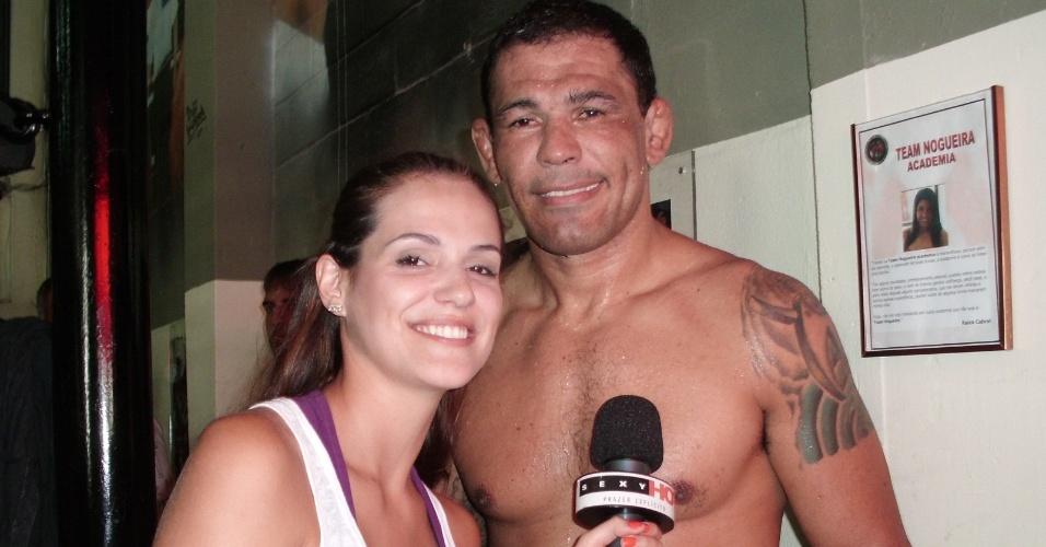 Rodrigo Minotauro Nogueira é entrevistado pela apresentadora Rossana Freire, do Sexy Hot