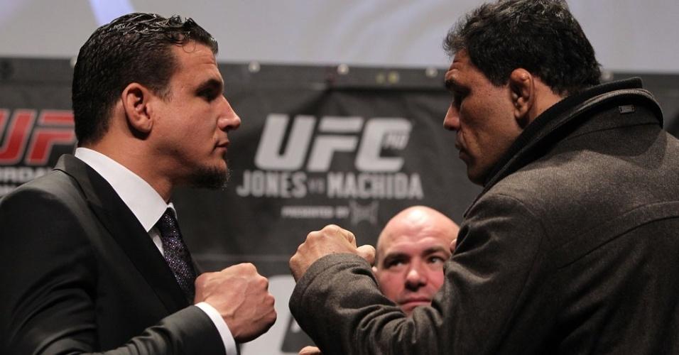 Frank Mir encara o brasileiro Rodrigo Minotauro na coletiva do UFC 140, no Canadá