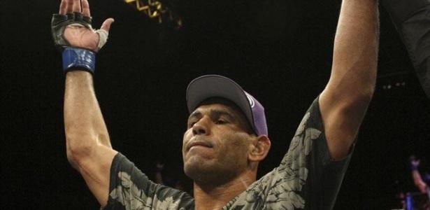 Minotouro vinha de duas derrotas, mas venceu o ex-campeão Tito Ortiz em Toronto