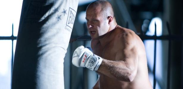 Lenda russa dos pesos pesados do Pride, Fedor Emelianenko treina para combate