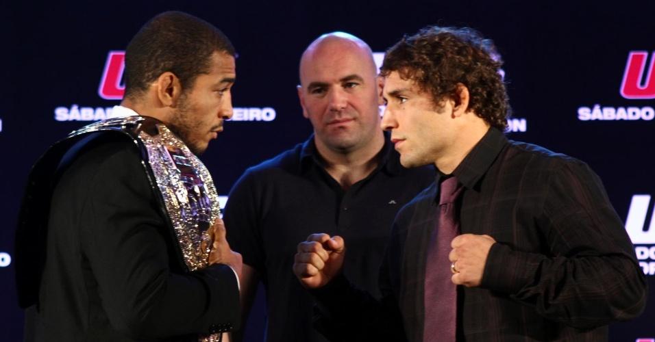 José Aldo e Chad Mendes posam em coletiva para o UFC 142, no Rio