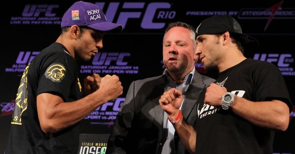 José Aldo encara o desafiante Chad Mendes durante coletiva do UFC Rio