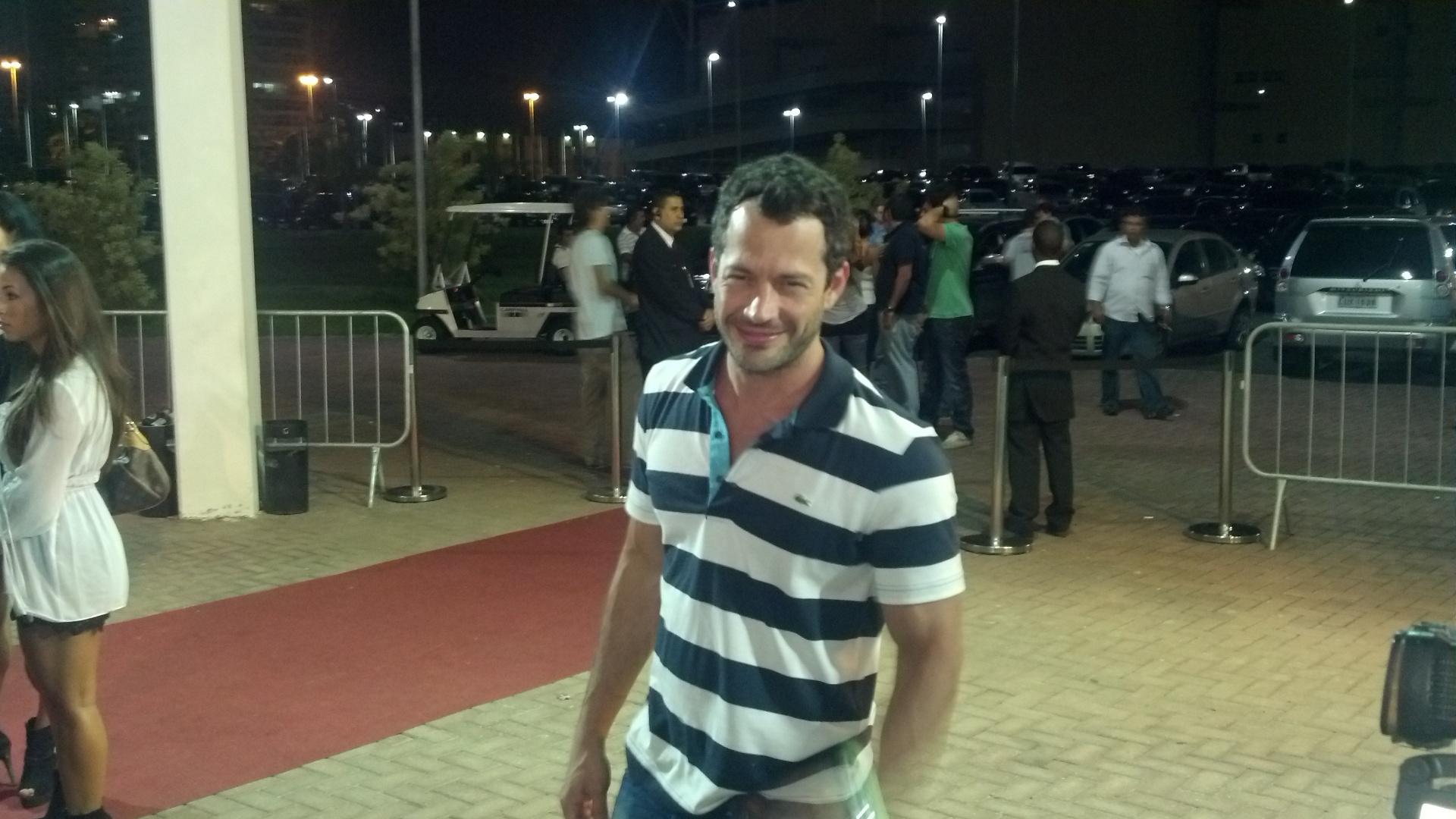 Malvino Salvador chega à HSBC Arena para acompanhar o UFC Rio