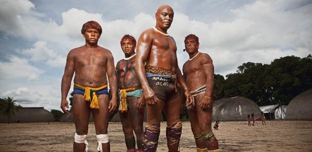 Anderson Silva aderiu a pintura indígena durante a sua passagem pelo Alto Xingu