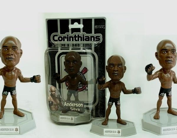 Corinthians lança boneco do lutador Anderson Silva