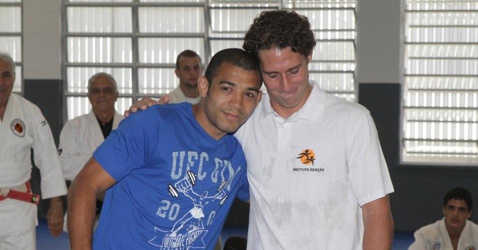 José Aldo (e) e Flavio Canto participam do lançamento de uma parceria entre o UFC e o Instituto Reação (13/03/2012)