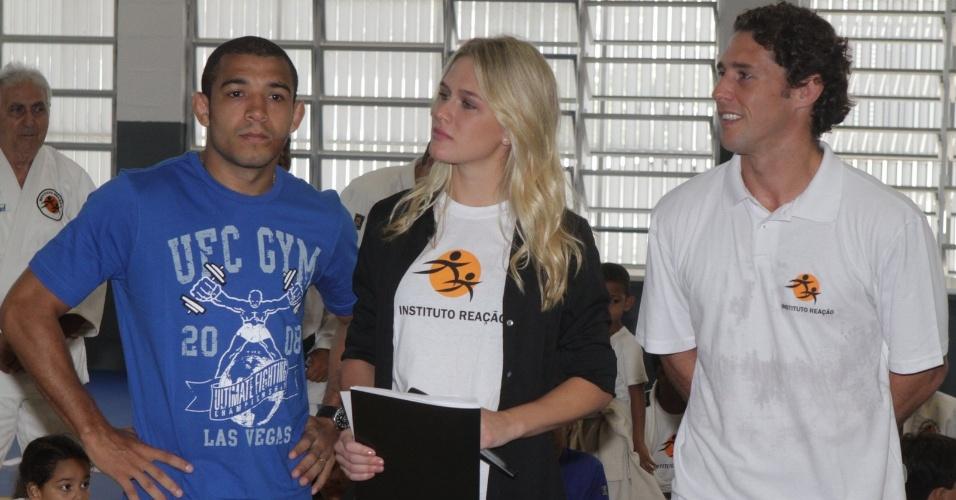 José Aldo (e), Fiorella Mattheis (c) e Flavio Canto participam do lançamento de uma parceria entre o UFC e o Instituto Reação (13/03/2012)
