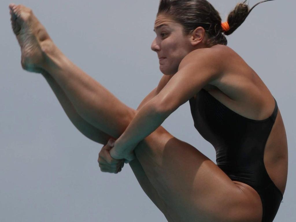 Juliana Veloso saltando no trampolim 3 m na Colômbia