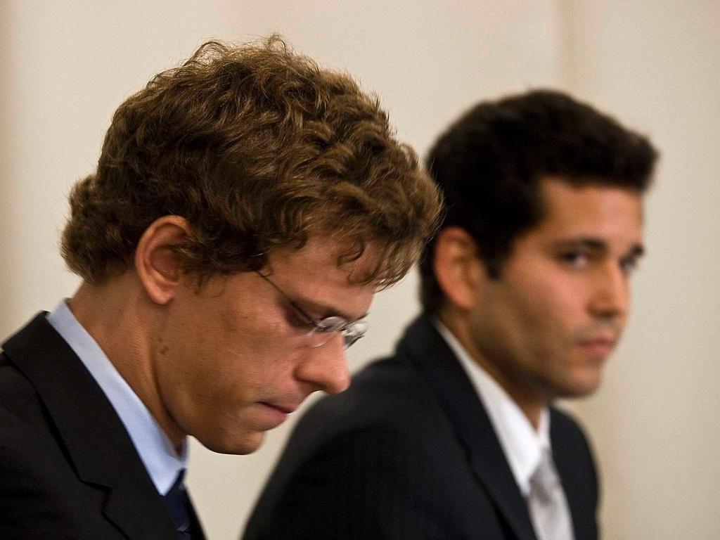 Cesar Cielo aparece cabisbaixo durante pronunciamento sobre exame positivo de doping; campeão olímpico foi advertido ao alegar contaminação cruzada em cápsulas de cafeína (01/07/2011)