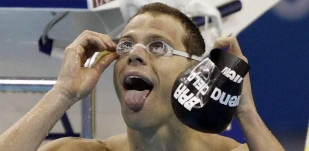 Cesar Cielo comemora após conquistar a medalha de ouro nos 50m livres no Mundial em Xangai (30/07/2011)