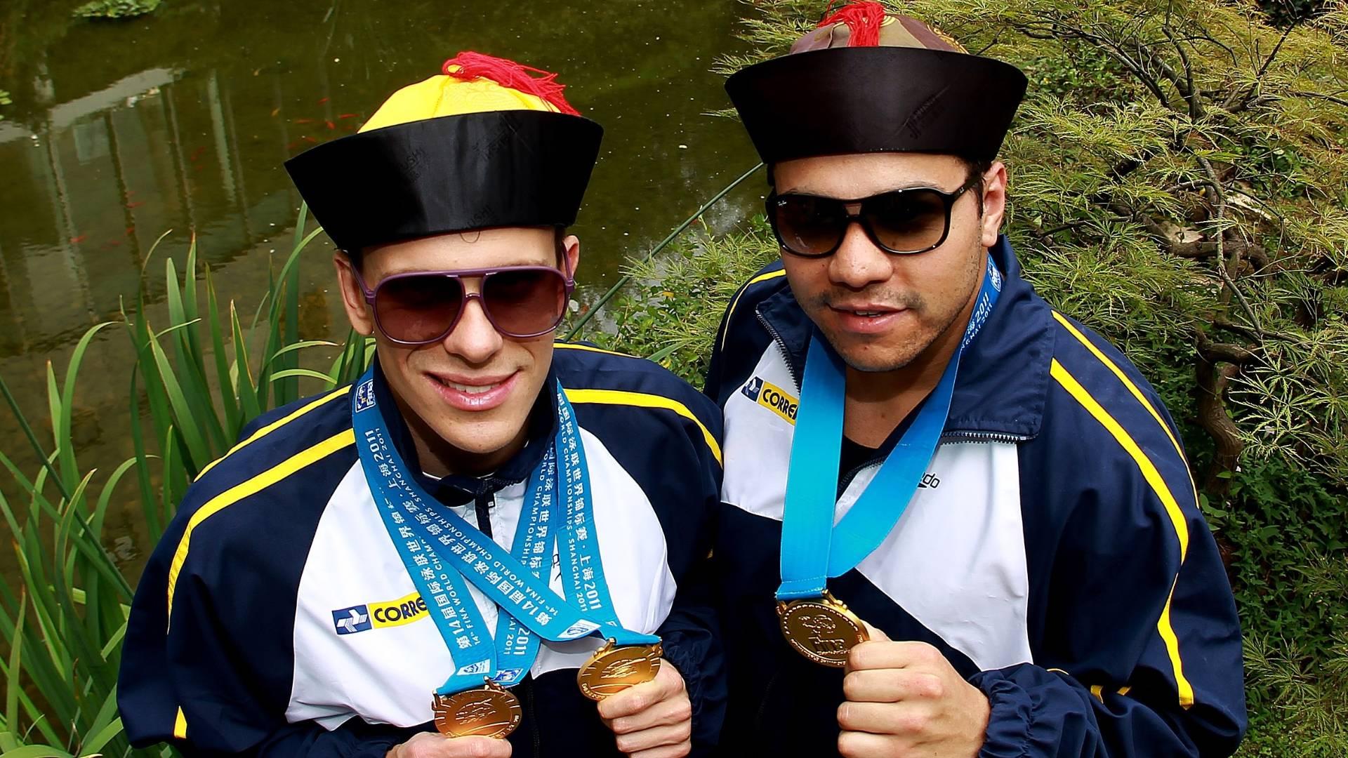 Cesar Cielo e Felipe França curtem a paisagem chinesa depois dos três ouros que ganharam no Mundial de Xangai