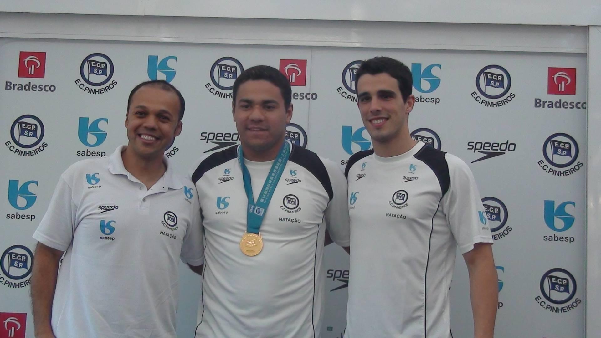 Arilson Silva, Felipe França e Bruno Fratus posam para foto em entrevista coletiva no Pinheiros (03/08/2011)
