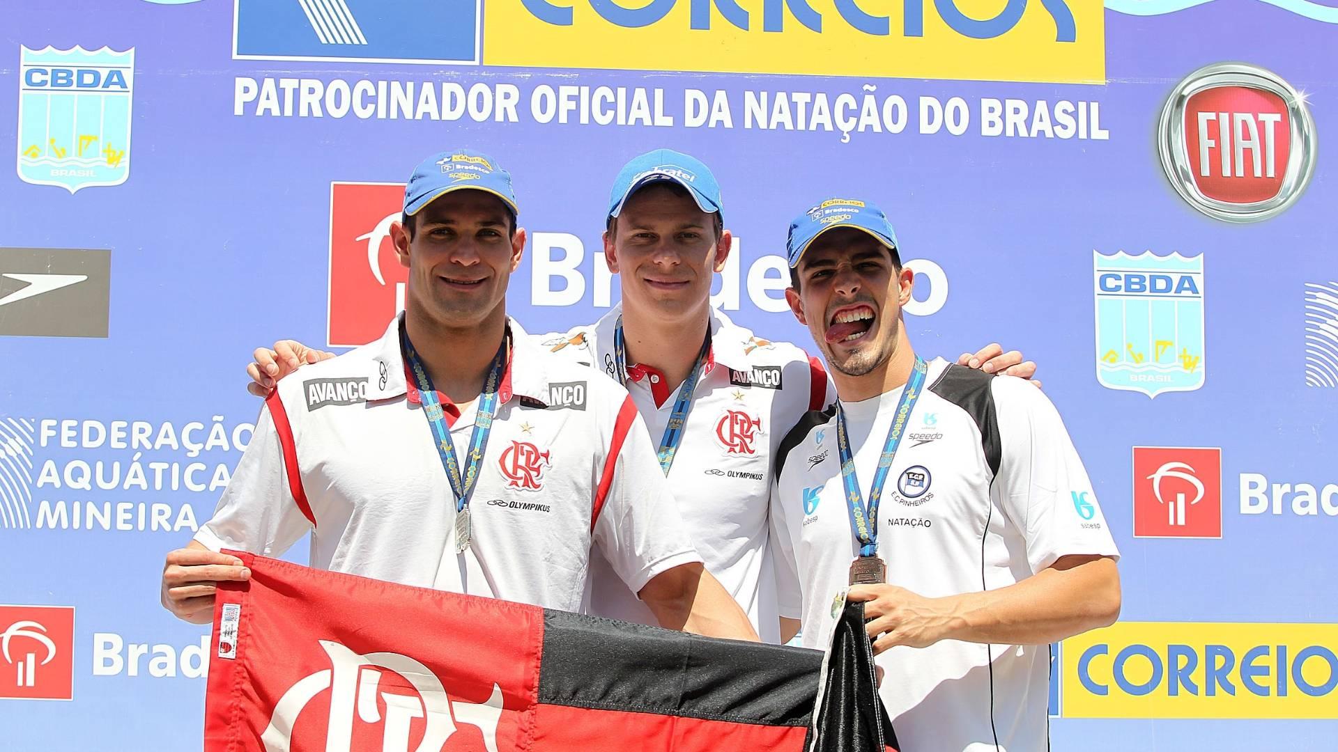 Nicholas (e), Cielo e Fratus (d) compõem o pódio dos 50 m livre no Finkel de natação (31/08/2011)