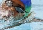 Motorista que atropelou nadadora se apresenta à polícia e nega ter fugido