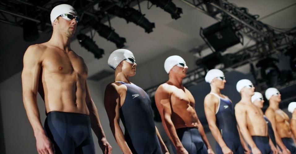 Michael Phelps se junta à seleção norte-americana de natação no lançamento da vestimenta do time para os Jogos Olímpicos de Londres, em 2012