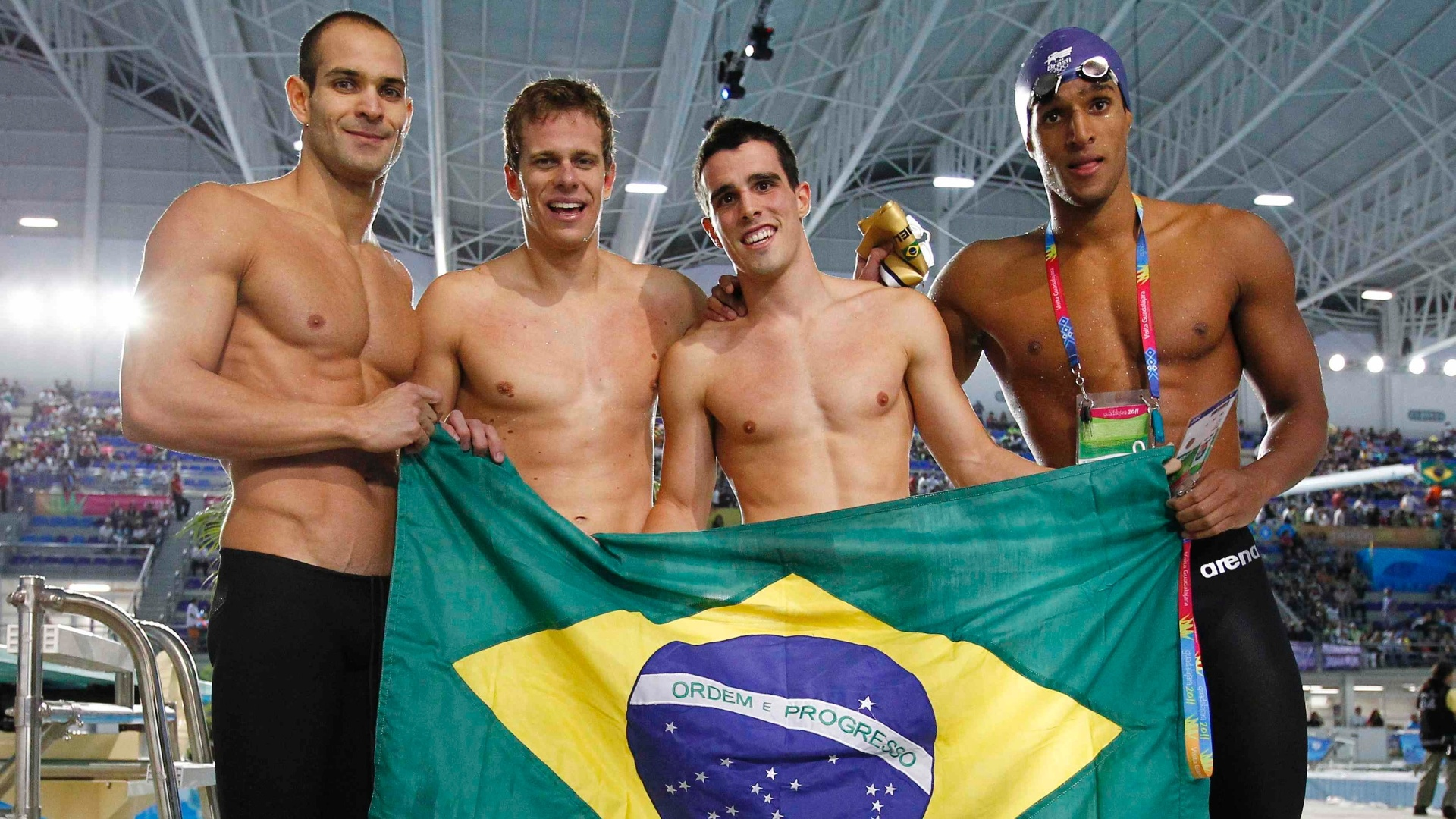 Nicholas Santos, Cesar Cielo, Bruno Fratus e Nicolas Oliveira comemoram o ouro do revezamento 4x100 m livre nos Jogos Pan-Americanos de Guadalajara