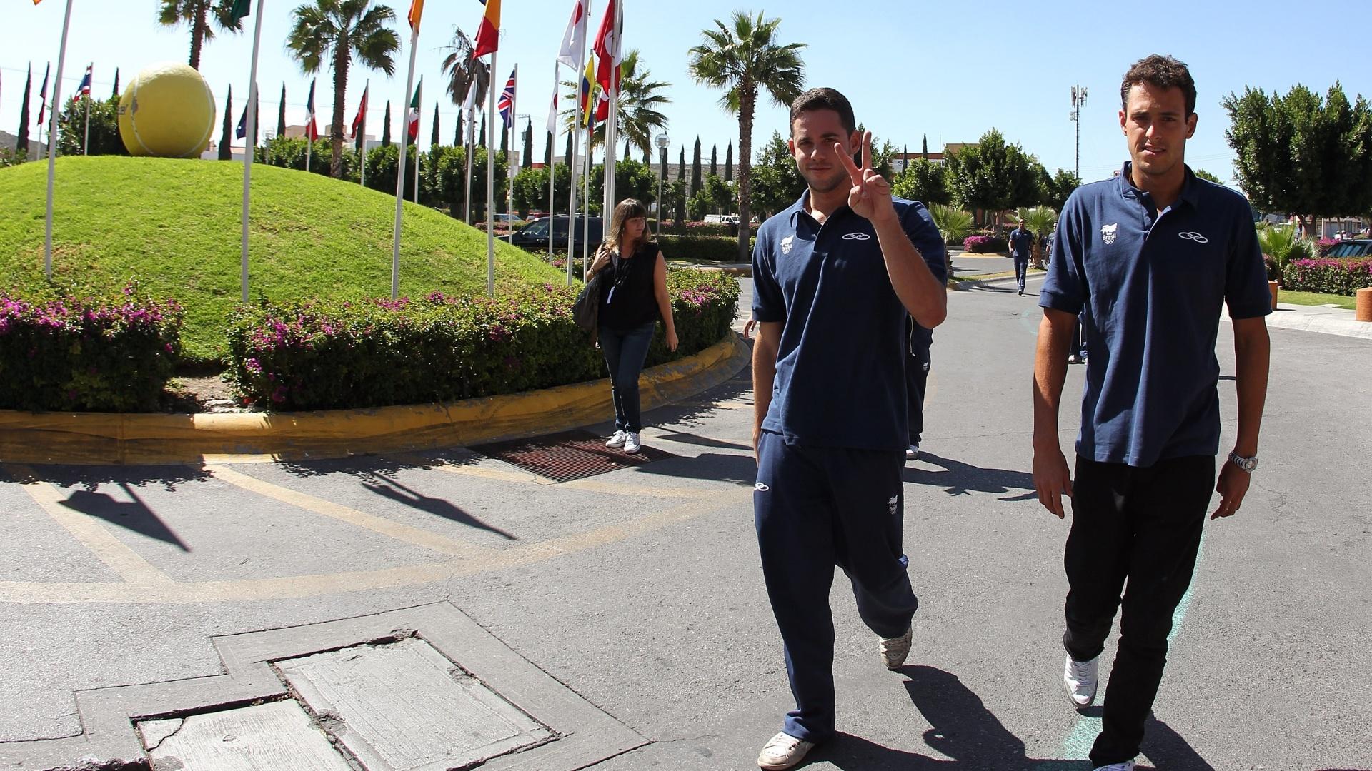 Thiago Pereira chega San Luis de Potosi, junto com a delegação brasileira de natação para o Pan (05/10/2011)
