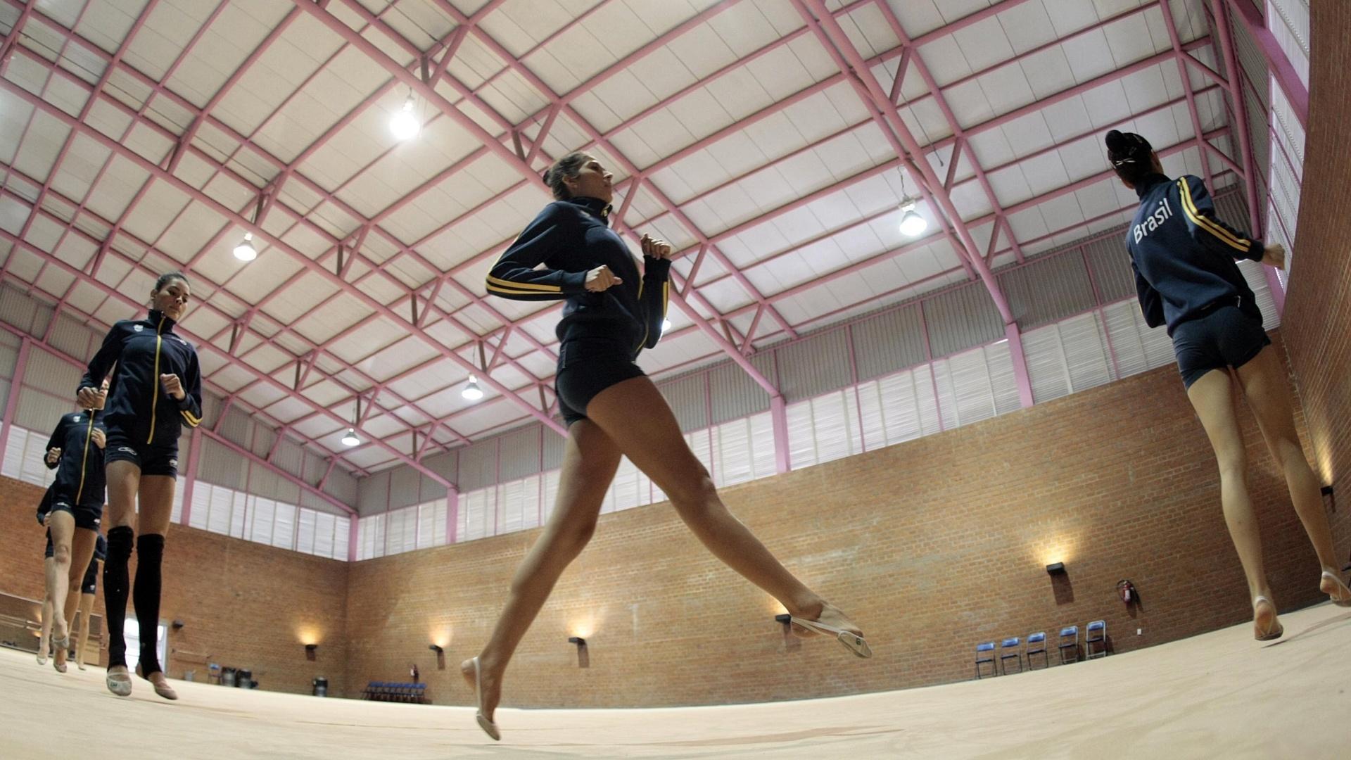 Atletas da ginástica rítmica realizam treinamento em Guadalajara, para os Jogos Pan-Americanos
