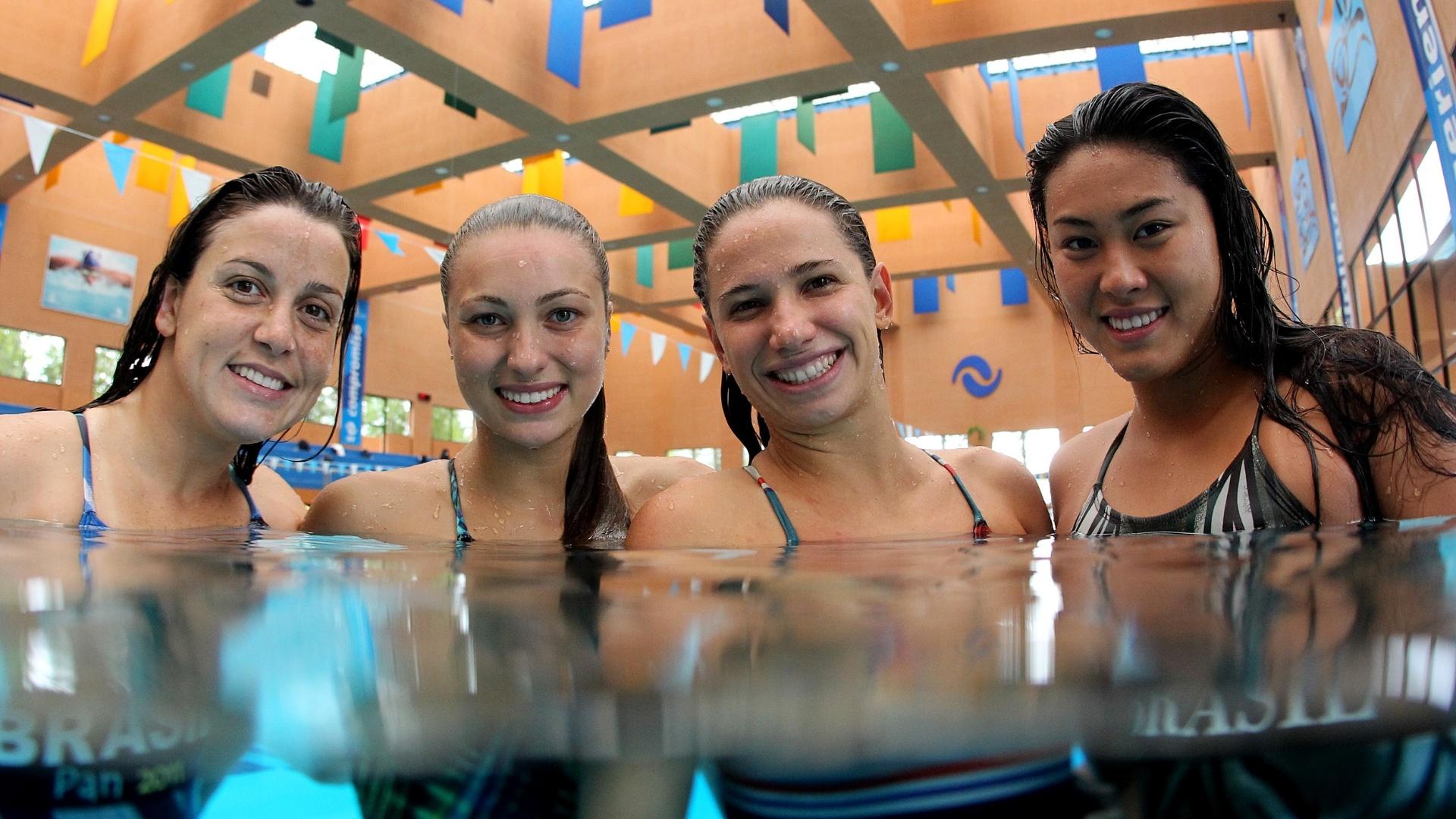 Nadadoras participam de treino da seleção no CT de La Loma, em San Luis de Potosi, para o Pan-2011