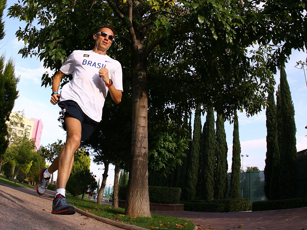 Maratonista Jean Carlos da Silva treina no Centro Esportivo La Loma, em San Luis Potosi (México)