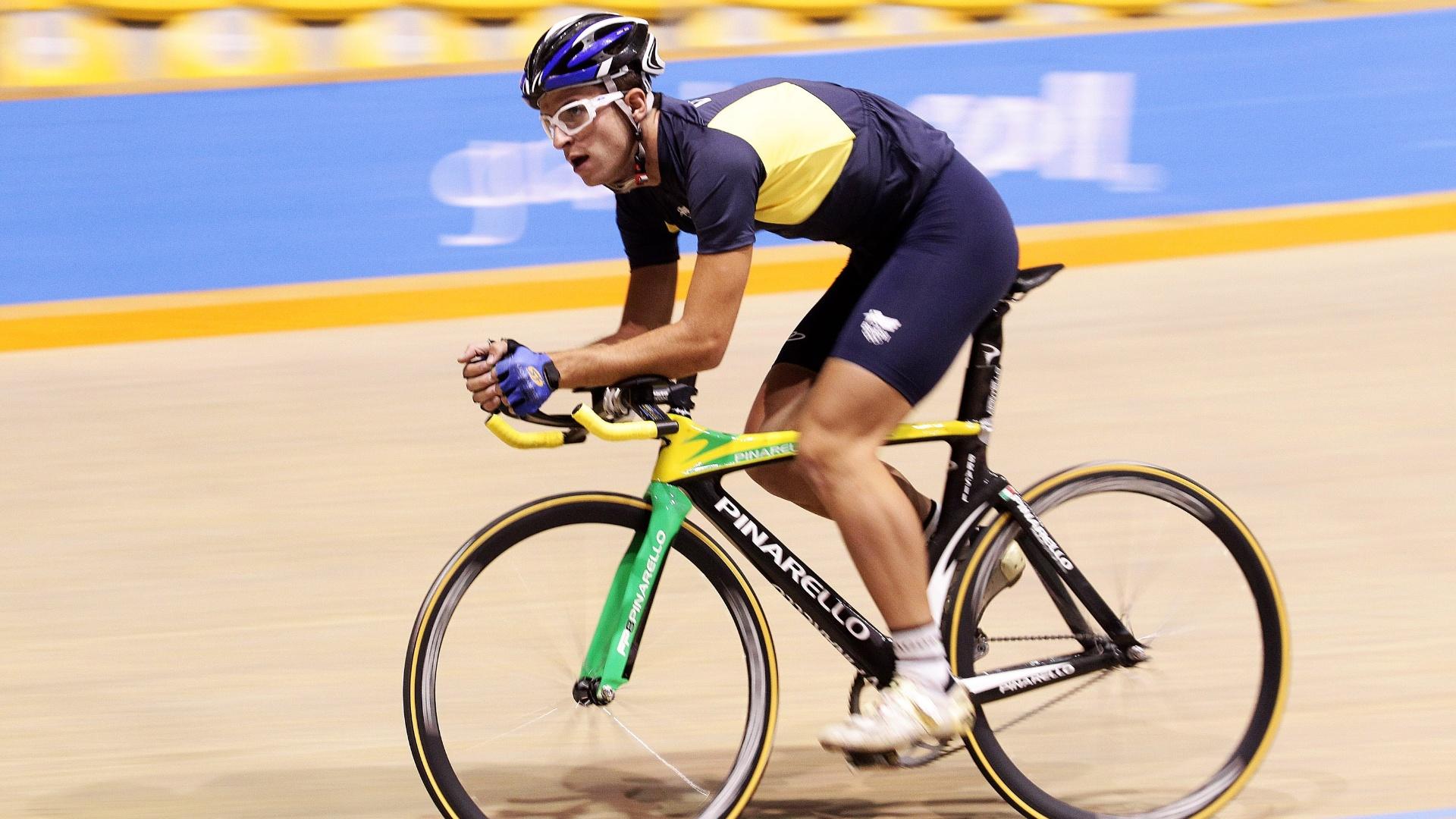 O atleta Tiago Nardin participa de treino da equipe de ciclismo (pista) no Velódomo Pan-Americano, em Guadalajara