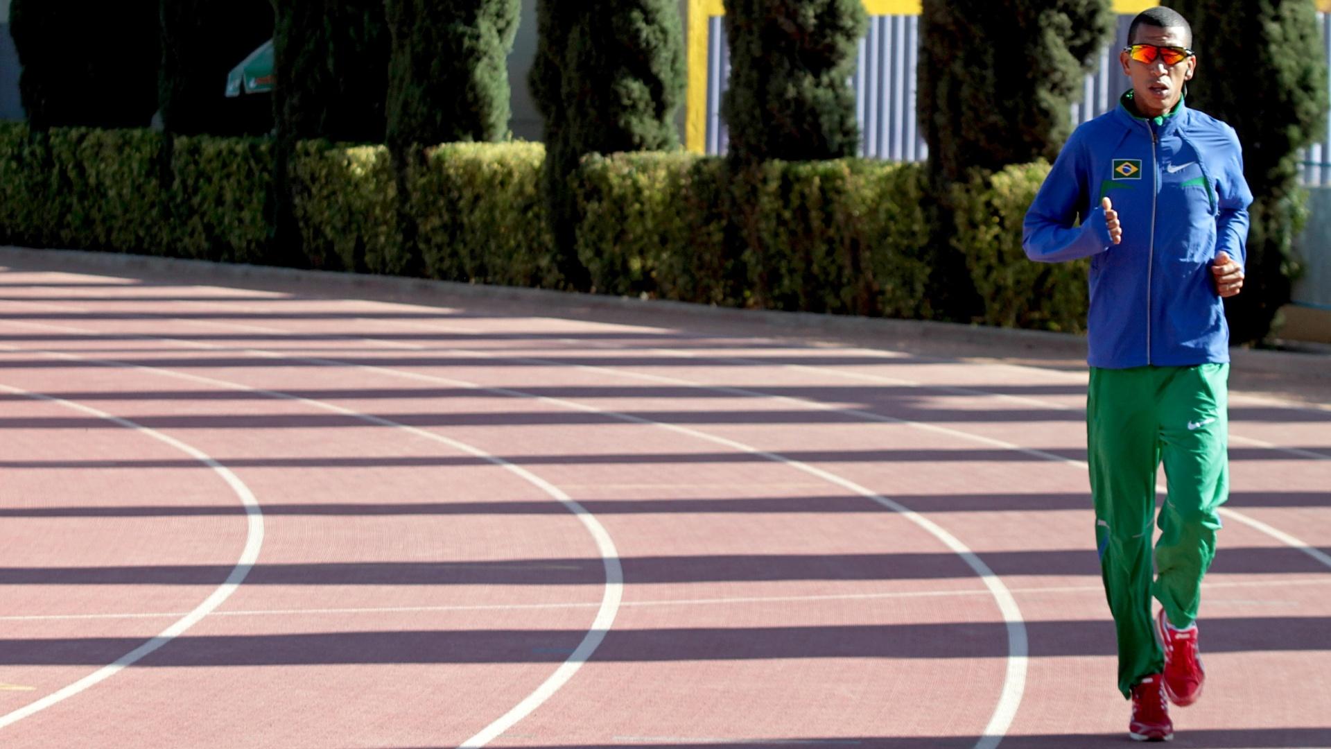 Solonei Rocha participa de treino no Centro Esportivo La Loma, em San Luis Potosí (México)