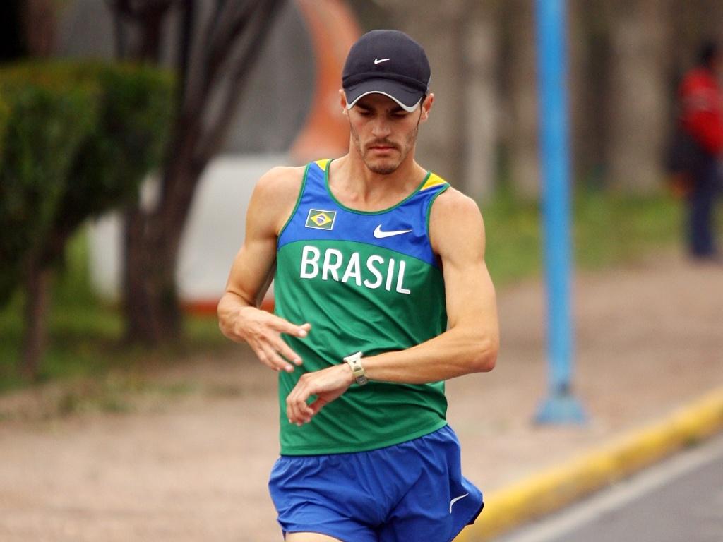 O brasileiro Jonathan Riekmann treina em San Luis Potosi, no México, para o Pan-2011
